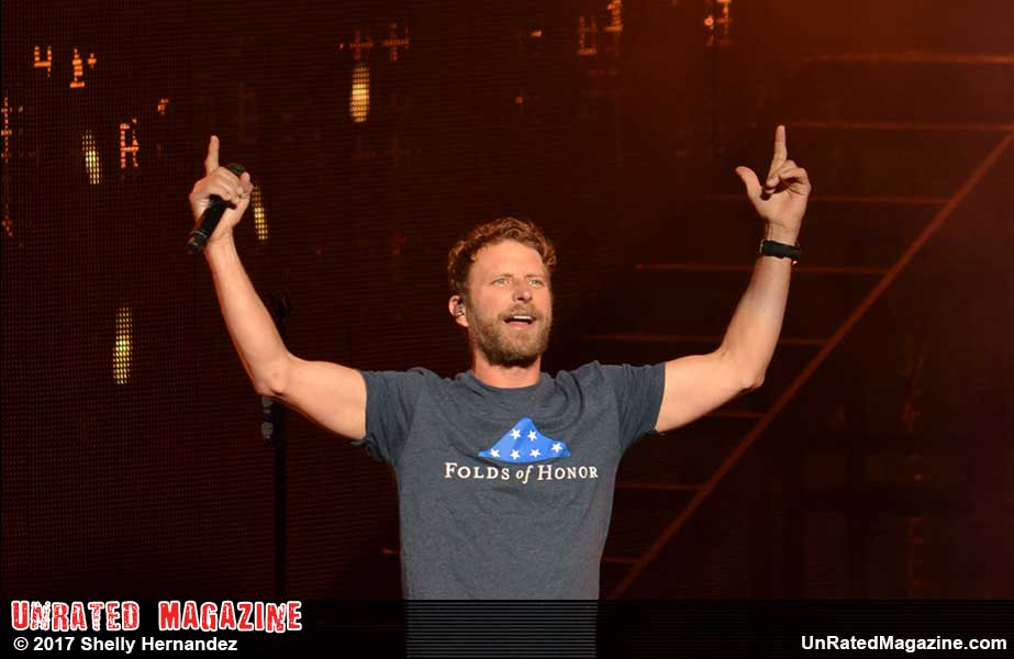 Dierks Bentley What The Hell World 2017 Tour Chicago